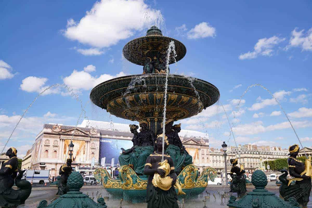 Place de la Concorde in Paris. Walking tour of Paris