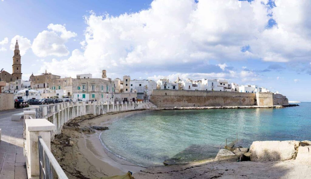 Best towns in Puglia Italy. Things to do in Monopoli.