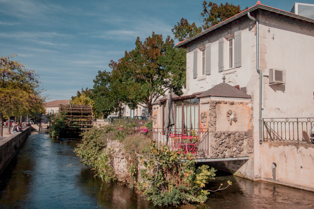 L'isle-sur-la-Sorgue makes a great day trip from Aix en Provence