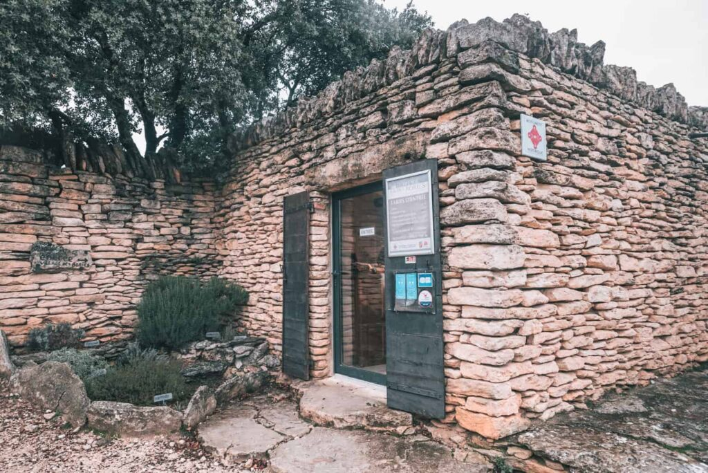 How to get to the Village des Bories in Provence.