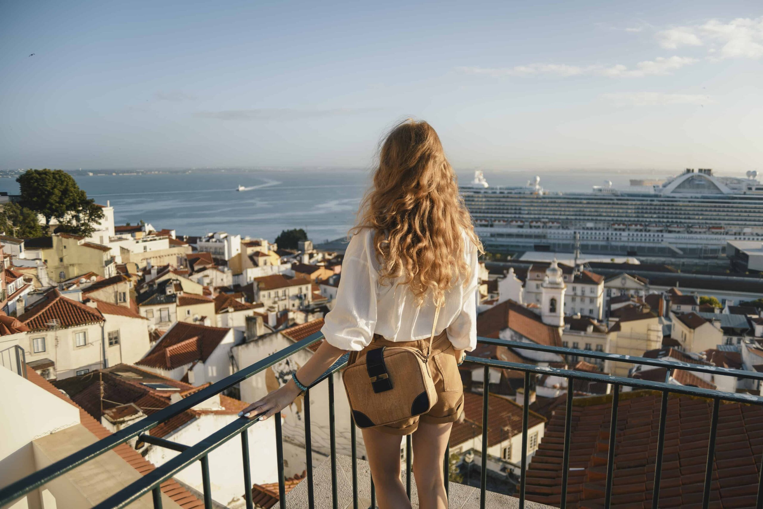 Best Travel Purse for Europe - How to find the best handbag for travelling in Europe