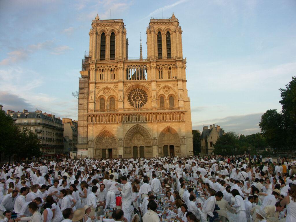 Diner en blanc - a famous festival in Paris, France